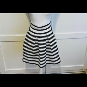 Horizontal striped balloon skirt